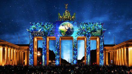 So soll das Brandenburger Tor ab 3. September für zehn Tage jeden Abend erstrahlen - als Erinnerung, nachhaltiger mit der Erde umzugehen. (spot)