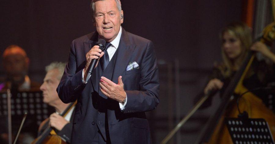 Roland Kaiser singt in der Metropolis-Halle zum Festakt zum 30. Jahrestag der Deutschen Einheit.