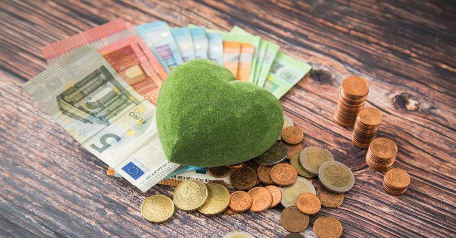 Sparzinsen gibt es derzeit kaum - nachhaltige Geldinstitute machen da keine Ausnahme.