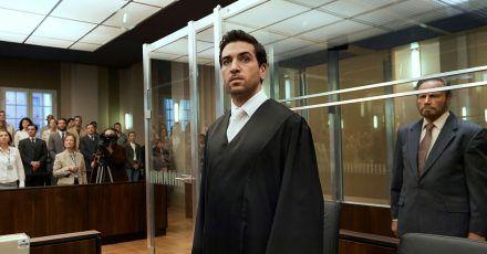 Der junge Anwalt Caspar Leinen (Elyas M'Barek) verteidigt Fabrizio Collini (Franco Nero).