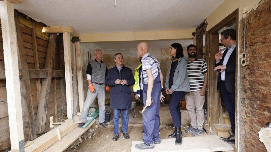 Laschet in den Ruinen: Anwohner beklagen Versagen