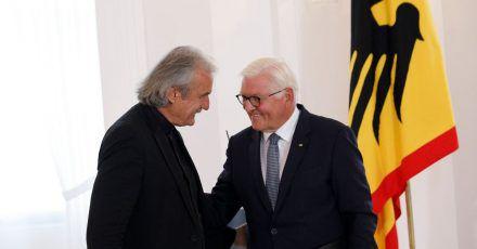 Frank-Walter Steinmeier und Christoph Ransmayr bei der Preisverleihung.