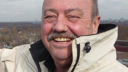 "Ludger Stratmann in ""Doktor Stratmann: Bei mir ums Eck"". (mia/spot)"