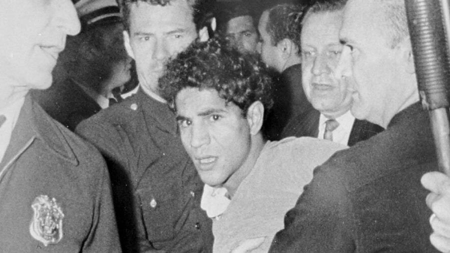 Sirhan Sirhan (Mitte) unmittelbar nach seinem Attentat auf Robert F. Kennedy. (stk/spot)