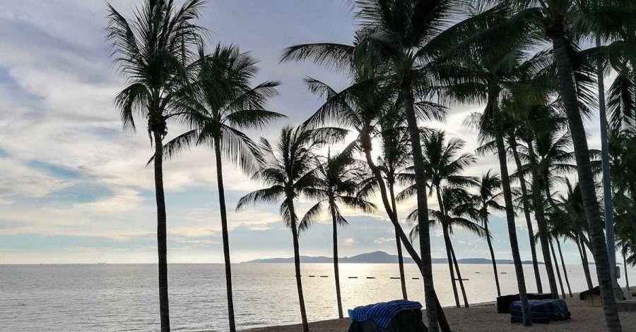 Die Strände von Pattaya dürften vorerst leer bleiben. Hohe Corona-Zahlen lassen den Tourismus-Neustart wieder in die Ferne rücken.