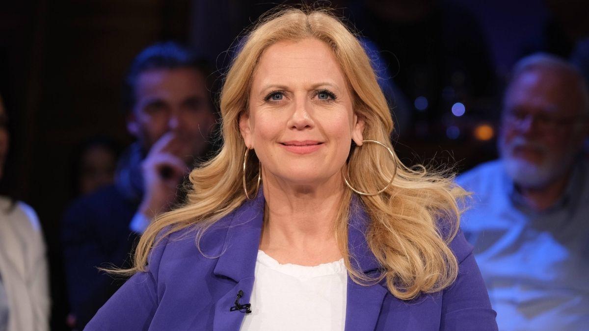Dass die Moderatorin und Entertainerin Barbara Schöneberger sich in der Öffentlichkeit immer mal wieder gerne auf neues Terrain begibt, ist bekannt. Dennoch sorgte die Meldung von einem eigenen Podcast für Furore.