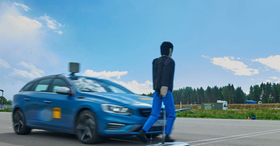 Ich sehe was, was Du nicht siehst...und bremse: Intelligente Technik soll Unfälle vermeiden helfen wenn Fußgänger oder Autofahrer mal nicht aufpassen.