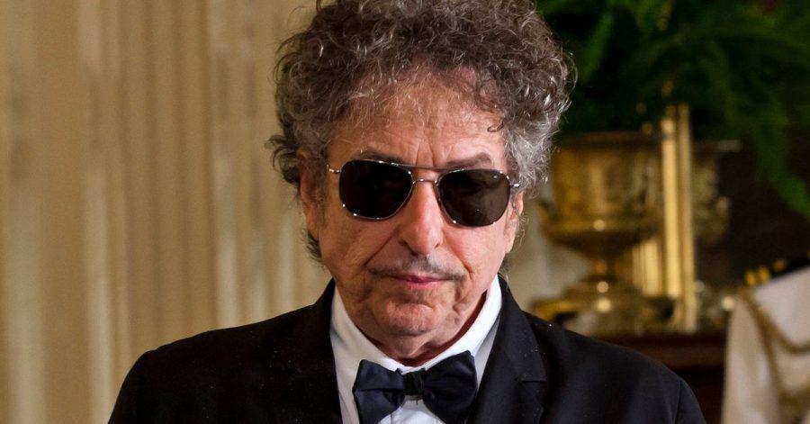 Bob Dylan im Weißen Haus. Der US-Sänger und Literaturnobelpreisträger weist 56 Jahre alte Missbrauchsvorwürfe gegen ihn zurück.