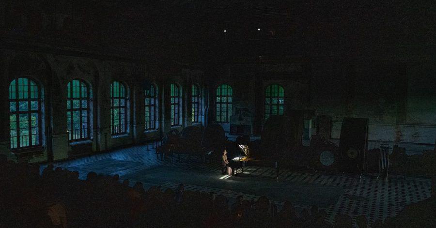 Mit einem «Konzert im Morgengrauen» gespielt von Virginie Déjos in der riesigen Maschinenhalle Zweckel in Gladbeck hat die neue Ruhrtriennale begonnen.