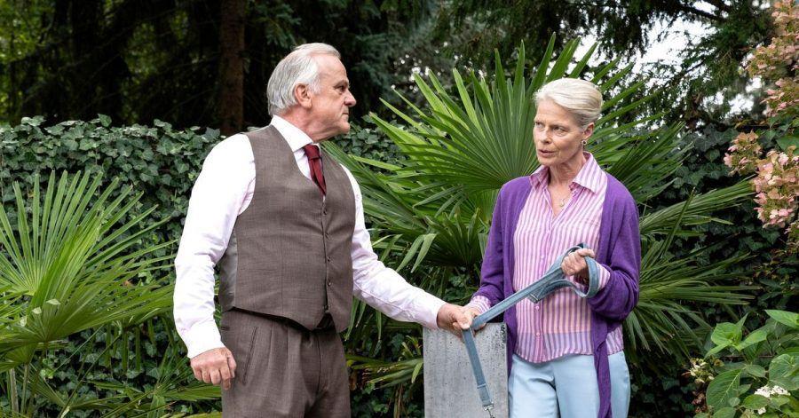 Konrad Seibold (Bernhard Schütz) und Frau Schöne (Corinna Kirchhoff) in einer Szene aus «Tatort: Wer zögert, ist tot».