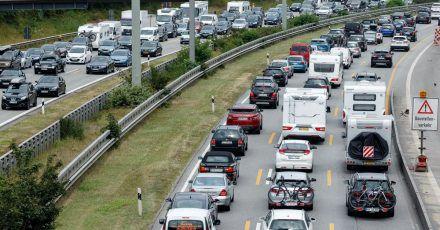 In mehreren Bundesländern gehen die Ferien zu Ende. Das bedeutet volle Autobahnen auf den Heimreiserouten.