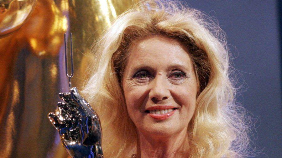 Margot Eskens mit der Goldenen Stimmgabel im Jahr 2005. (dr/spot)