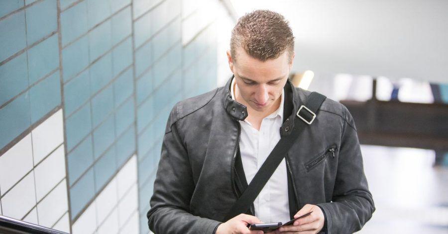 Geht auch am Smartphone: Bahnkunden, deren Züge während des Streiks verspätet oder gar nicht gefahren sind, sollten sich zeitnah um eine Entschädigung bemühen.