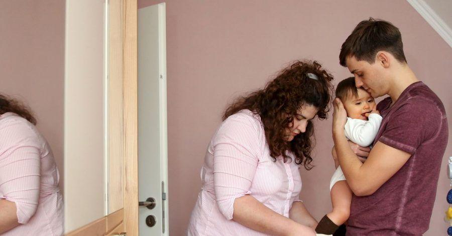 Die partnerschaftliche Betreuung des Babys ist nicht selbstverständlich in Deutschland.
