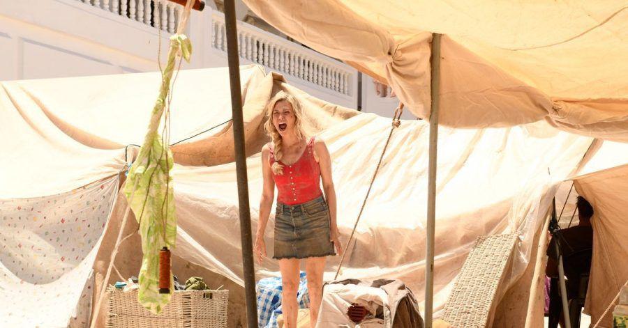 Claire (Marie-Jos Croze) sucht nach dem Tsunami verzweifelt nach ihrem Ehemann.
