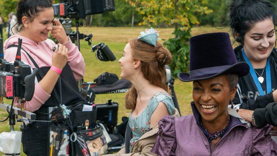 """Ein Bild vom Dreh zur ersten Staffel des Netflix-Hits """"Bridgerton"""" (wue/spot)"""