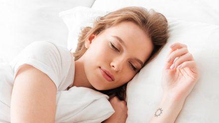 Ein erholsamer Schlaf ist wichtig für die Gesundheit. (wue/spot)