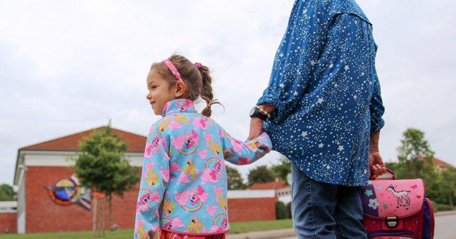 Den Fußweg zur Schule sollten Eltern am Anfang gemeinsam mit ihrem Kind ablaufen.