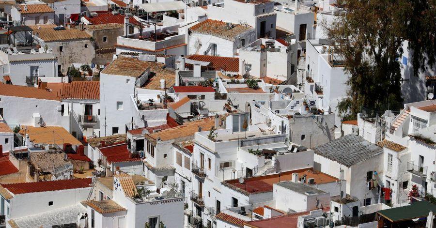 Aufgrund der hohen Corona-Infektionszahlen lässt die Regierung von Ibiza nun ausländische «Spione» illegale Partys aufspüren.