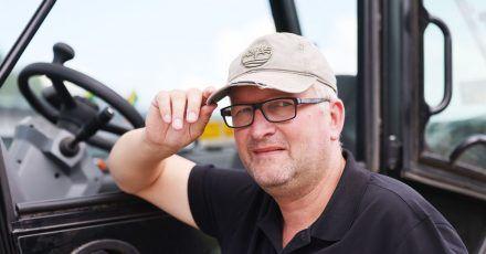 Auktion für den guten Zweck: Markus Wipperfürth hat seine Kappe versteigert.