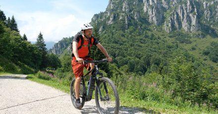 Mit einem E-Bike ist die lange Auffahrt zum Rifugio Nino Pernici kein Problem.
