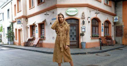 Cathy Hummels, Influencerin und Moderatorin, steht bei einem Fototermin in der Kulisse der RTL-Serie «Unter uns».