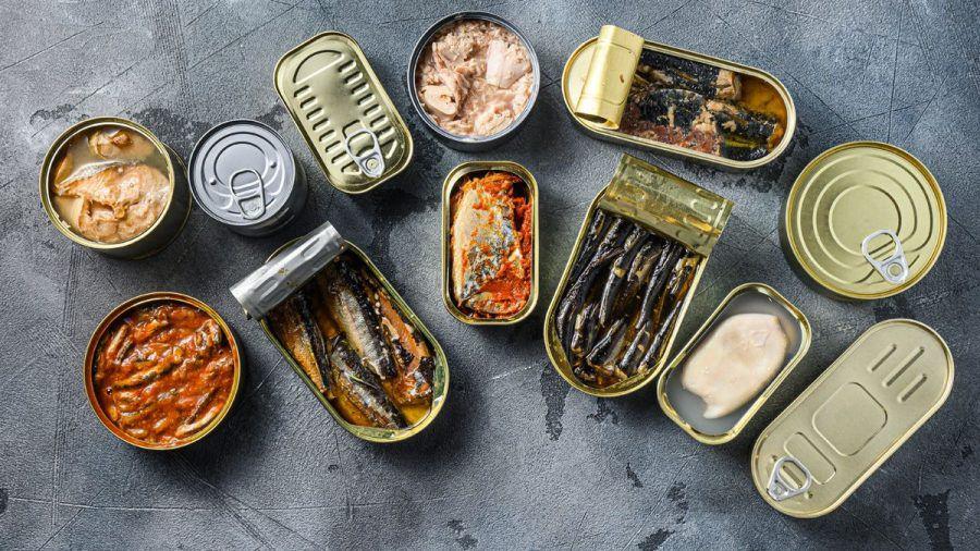 Haushalte in Deutschland hocken auf Fischkonserven