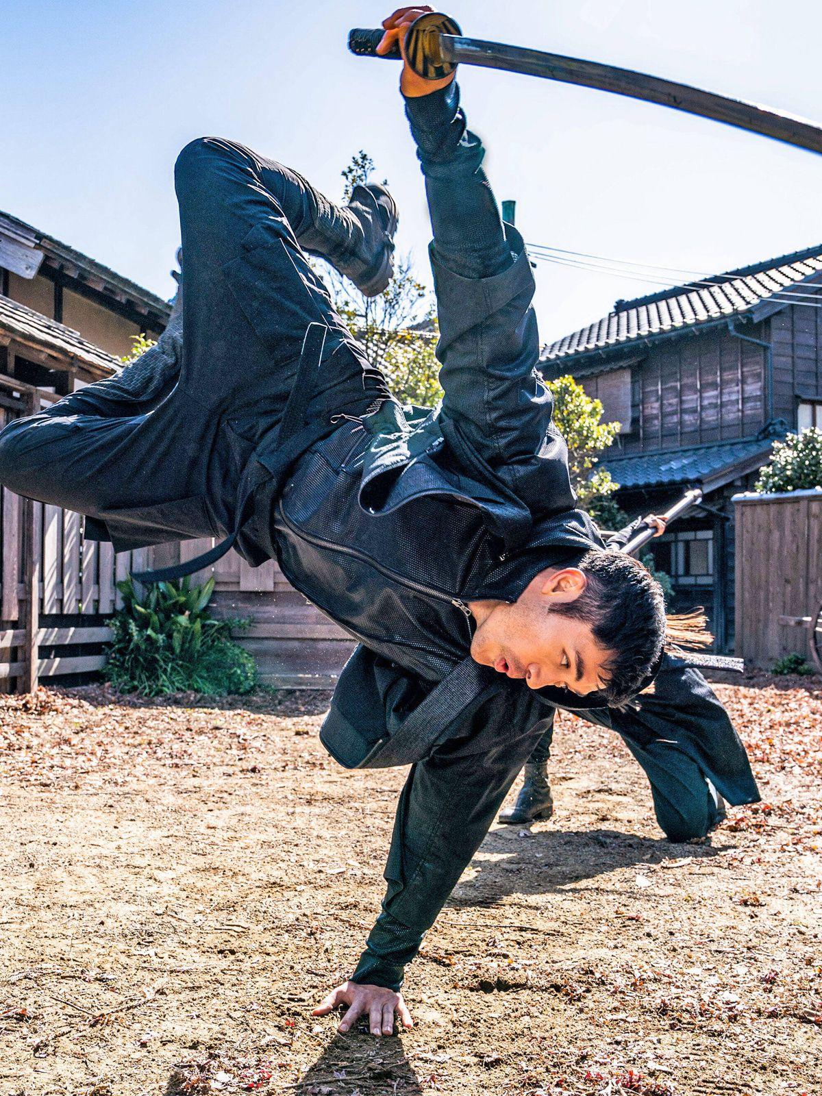 Henry Golding: Für sein Martial-Arts-Spektakel machte er sich megafit