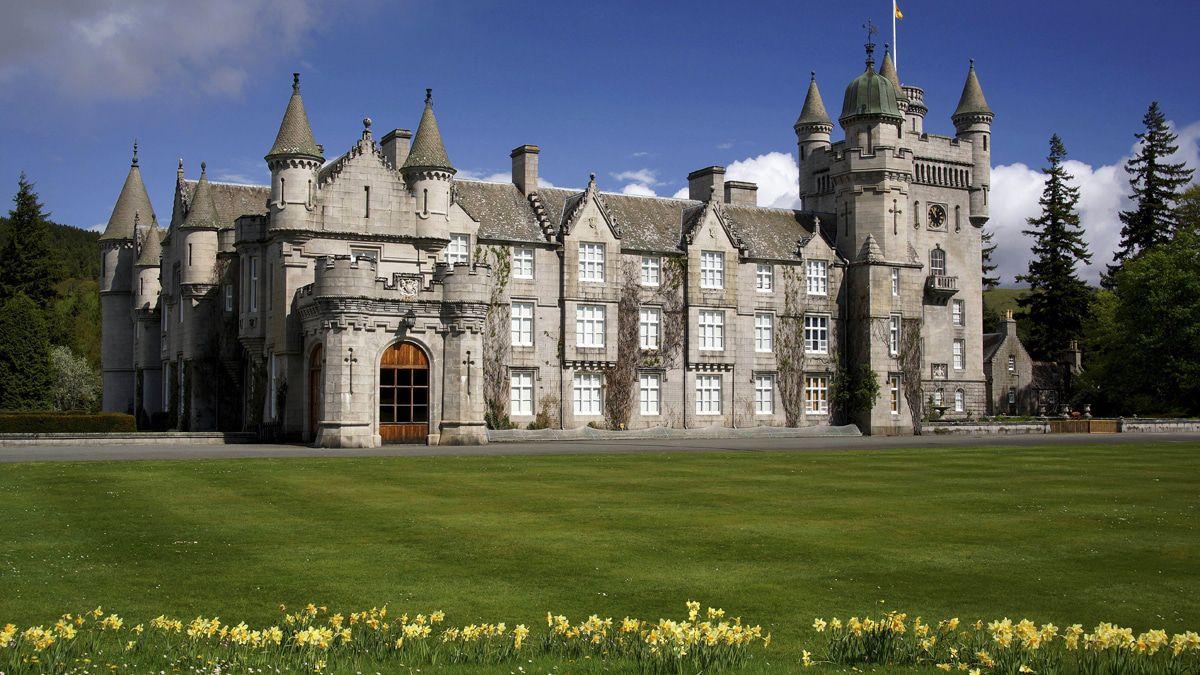 Die Queen erstmals allein auf Schloss Balmoral