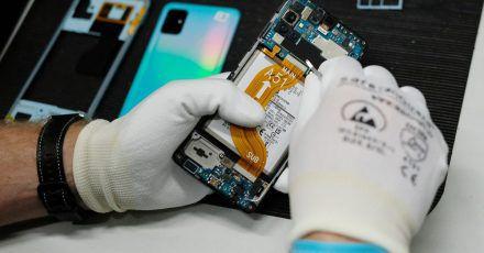 Der Technologie-Händler und Dienstleister Komsa will das Geschäft mit gebrauchten und generalüberholten Smartphones ausbauen.