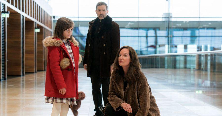 Die Diplomatin Karla Lorenz (Natalia Wörner) kämpft für ihren Jugendfreund «Kolja» Petrow (Beat Marti) und dessen Tochter Manja (Rena Harder).