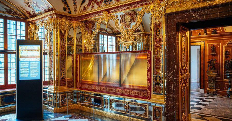 Die ausgeraubte Vitrine im Juwelenzimmer des Historischen Grünen Gewölbes im Residenzschloss in Dresden.
