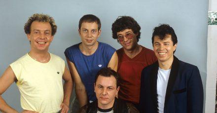 Die bayerische Rockgruppe Spider Murphy Gang um Drummer Franz Trojan (vorne sitzend).