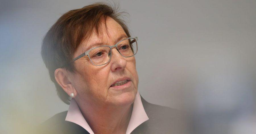 Elisabeth Mette, frühere Präsidentin des Bayerischen Landessozialgerichts, stellt die Ergebnisse einer Untersuchung von Missbrauchsfällen in zwei Kinderheimen der Diözese Augsburg vor.
