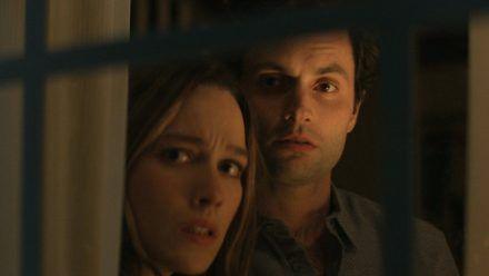 """Bei Netflix erwartet Fans die dritte Staffel von """"You - Du wirst mich lieben"""" mit Penn Badgley als Joe und Victoria Pedretti als Love. (wag/spot)"""
