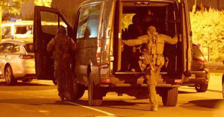Nach dem Fund einer Schusswaffe in einem Düsseldorfer Hotel haben die Spezialkräfte auch noch einen verdächtigen Koffer gefunden.