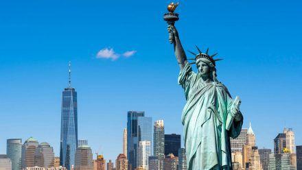 Die Freiheitsstatue wartet in New York. (smi/spot)