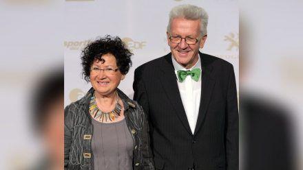 Gerlinde und Winfried Kretschmann auf dem roten Teppich. (mia/spot)
