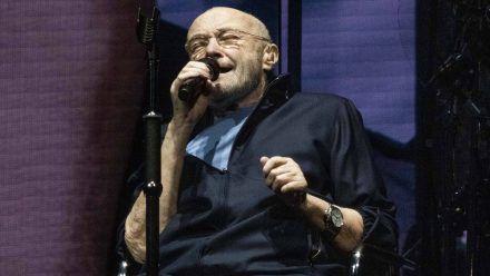 Phil Collins in Birmingham auf der Bühne. (mia/spot)