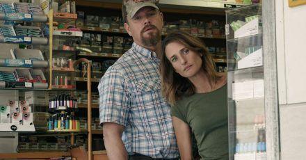 """Matt Damon als Bill und Camille Cottin als Virginie in einer Szene des Films """"Stillwater"""" (undatierte Filmszene)."""