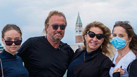 Shania, Robert, Carmen und Davina Geiss (v.l.n.r.) im Hafen von Venedig. (tae/spot)