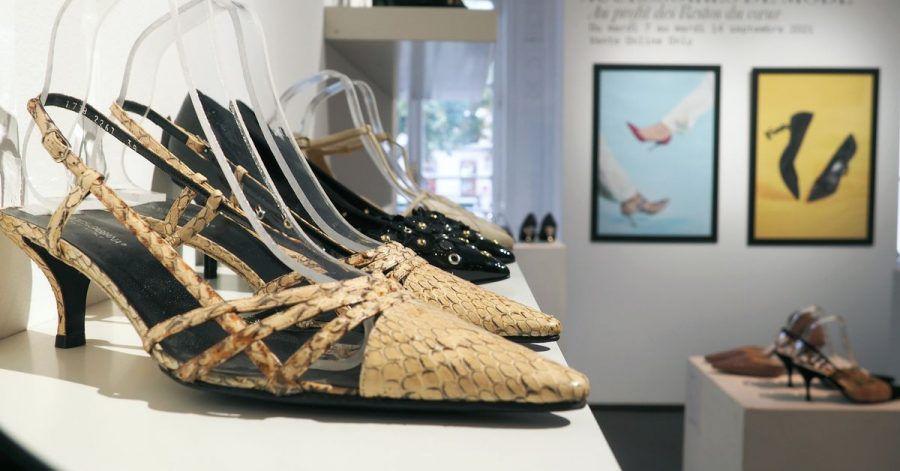 Schuhe der französischen Schauspielerin Catherine Deneuve im Pariser Auktionshaus Artcurial.