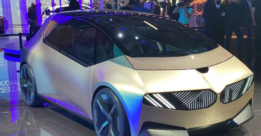 Wiederverwertbar: Die BMW-Studie i Vision Circular besteht aus recyceltem Material, das sich am Ende des Autolebens erneut wiederverwerten lassen soll.