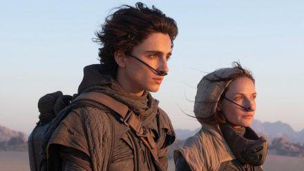 Paul Atreides (Timothée Chalamet) an der Seite seiner Mutter Jessica (Rebecca Ferguson). (stk/spot)
