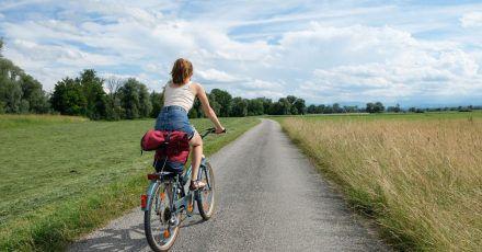 Durchs Ammermoos führen ruhige Feldwege nach Weilheim.