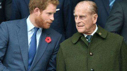 Prinz Harry mit seinem Großvater Prinz Philip bei einem gemeinsamen Auftritt. (hub/spot)