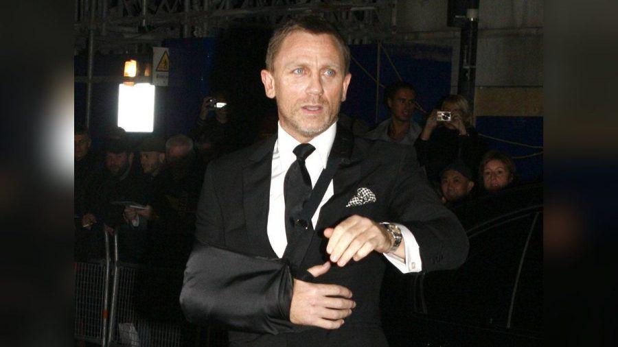 Daniel Craig alias 007 im Jahr 2008 mit Schlinge um den Arm. (hub/spot)