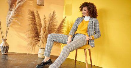 Bequem und doch schick: Die Hose hat wie eine Jogginghose einen Gummizug, getragen zum Blazer - ein Beispiel des aktuellen Trends von Aniston by Baur (Jersey-Blazer ca. 60 Euro, Hose ca. 50 Euro, gelber Pullover ca. 30 Euro).