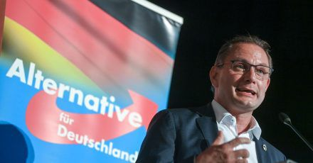 Tino Chrupalla, Bundesvorsitzender der AfD, spricht auf dem Wahlkampfauftakt der AfD Sachsen in Stollberg. (Archivbild)