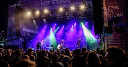 Die Berliner Band Kadavar steht beim Reeperbahn-Festival auf der Arte Concert Stage. Das Reeperbahn-Festival ist ein großes Clubfestival mit Konzerten, Nachwuchsförderung und einer Fachkonferenz der Musik- und Digitalwirtschaft.